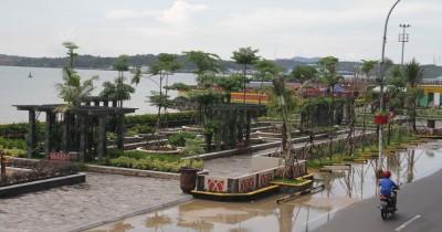 Taman Anjung Cahaya, Nikmati Bersantai Ditemani Semilir Angin Laut