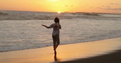 Pantai Suak Ribee, Berwisata Sambil Menikmati Sensasi Kopi Terbalik