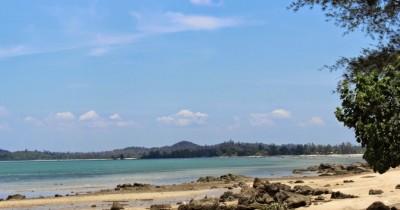 Pantai Mawar, Menikmati Pantai Sunyi Sambil Berburu Kristal Kuarsa