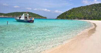 Pulau Penjalin, Bersantai di Pantai Sembari Menikmati Deburan Ombak Cantik Anambas