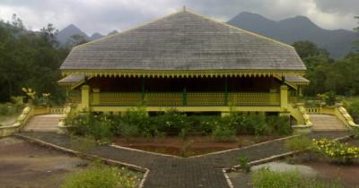 Istana Damnah, Menikmati Keindahan dan Belajar Sejarah Kerajaan Melayu Riau Lingga