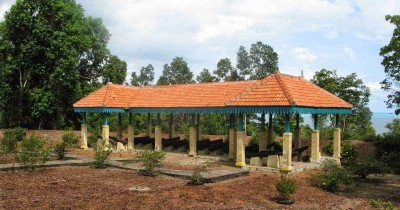 Benteng Bukit Cening, Napak Tilas Sejarah Pemerintahan Sultan Mahmud Syah III