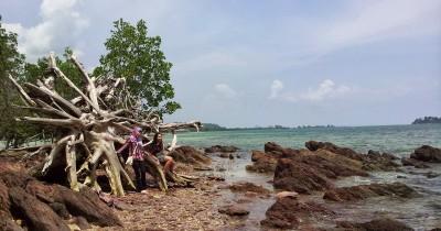Pantai Galang Mas, Pesona Wisata Pantai Dengan Nuansa Batuan Kapur
