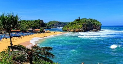 Pantai Drini, Pantai Eksotis dengan Pulau Karang yang Indah