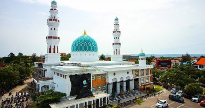 Masjid Agung Al-Makmur, Kemegahan Masjid Bergaya ala Timur Tengah