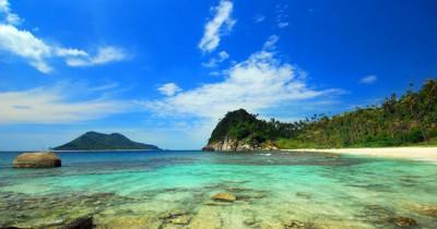 Pantai Kuala Parek, Keindahan Pasir Putih dan Gugusan Karang