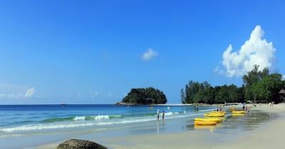 Pantai Lagoi, Eksotisme Pantai dan Deretan Resort Mewah di Bintan