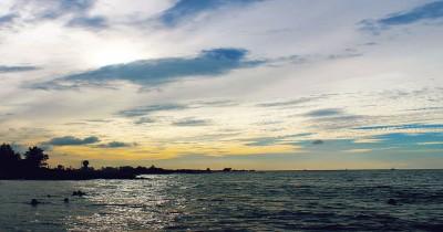 Pantai Krueng Geukuh, Fenomena Pantai di Balik Pelabuhan
