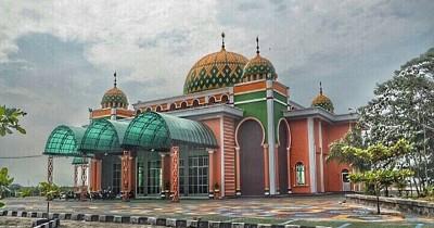Masjid Baitul Makmur Tanjung Uban, Masjid Eksotis Bernuansa Colorfull