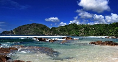 Pantai Wediombo, Pesona Pantai Dengan Kolam Renang Alami