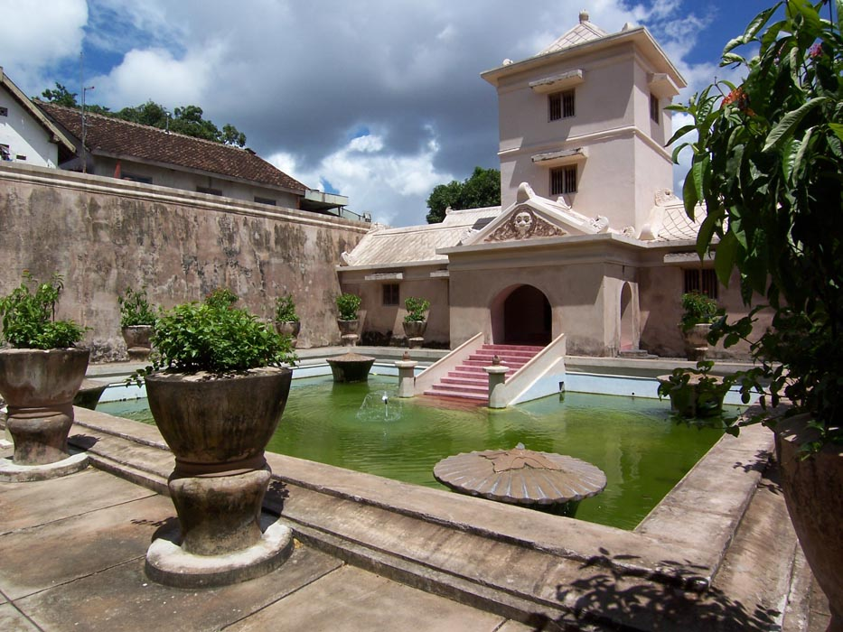 Taman Sari, Pesona Istana Air dan Masjid Bawah Tanah di Jogja