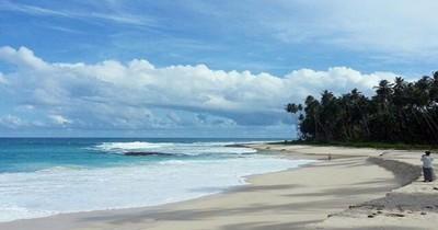 Pantai Pasir Tinggi, Hamparan Pasir Putih yang Seolah Terlupakan