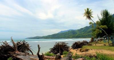 Pantai Air Dingin, Eksotisme Pantai dan Air Terjun di Aceh Selatan