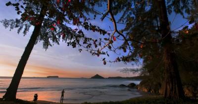 Pantai Lhok Geulumpang, Pesona Pantai Dengan Kemilau Pasir Putih