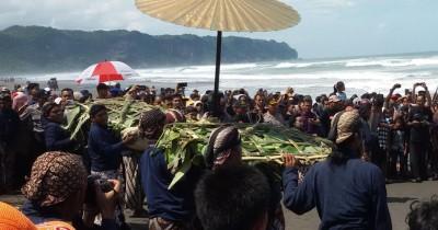 Pantai Parangkusumo, Pantai Dengan Legenda Ratu Laut Selatan
