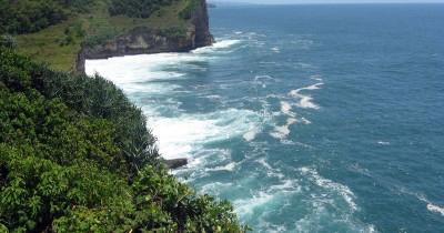 Pantai Ngungap, Pantai Eksotis dengan Nuansa Mistis