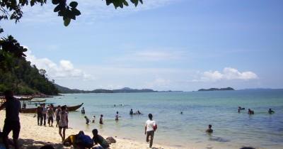 Pantai Mirota Wisata Bahari Yang Tak Pernah Sepi