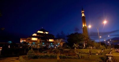 Berkunjung Ke Masjid Agung Batam, Sejrah Masjid Berkubah Limas Segi Empat