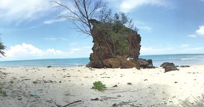 Pantai Batu Berdaun, Spot Wisata Populer Keluarga di Kabupaten Lingga