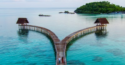 Nikmati Keindahan Resort Ekowisata di Pulau Bawah