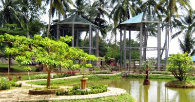 Berwisata dan Melihat Buaya Raksasa di Mini Zoo Kinjang
