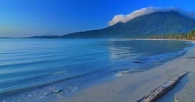 Menikmati Hamparan Samudra Lepas di Tepian Pesisir pantai sengiap
