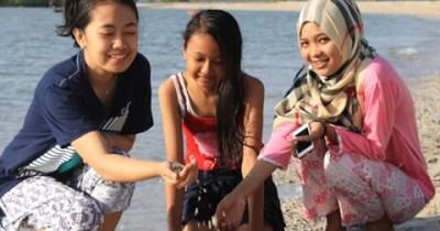 Pantai Tanjung Ambat, Keseruan Berjalan Di Atas Pasir Pantai di Tanjung Ambat Yang Memukau