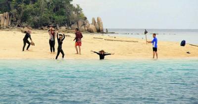 Menikmati Keindahan Alam di Pulau Ayam