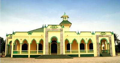 Keindahan Masjid Raya Al Mubaraq Sejarah simbol syiar di kampung Meral