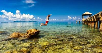 Pantai Arung Hijau, Menikmati Bermain Air di Pantai Berlaut Jernih Kepulauan Anambas