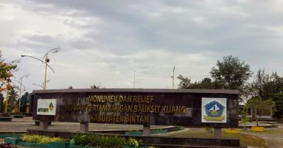 Pesona Monumen dan Relief Sejarah Pertambangan Bauksit Kijang