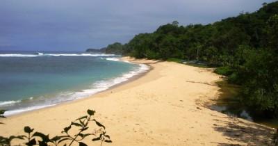 Pantai Pasir Panjang, Menyusuri Hamparan Pasir Putih Nan Elok