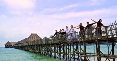 1000 Keistimewaan Pantai Pulau Moro Yang Begitu Memukau