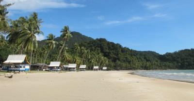 Menikmati Pesona Keindahan Pantai Padang Melang yang Selalu Ramai Pengunjung