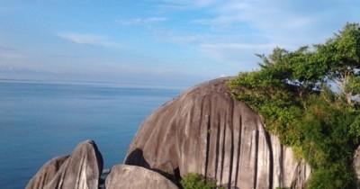 Pantai Batu Lima, Cantiknya Alam Kepulauan Riau Yang Tertuang Di Batu Pantai