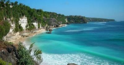 Melihat Keunikan Batu Raksasa di Pantai Batu Kasah