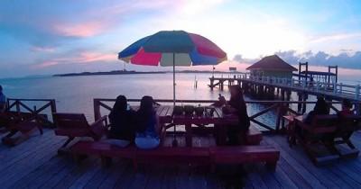 Pulau Duyung, Melihaat Langsung Keindahan Bawah Laut di Atas Jernihnya Air