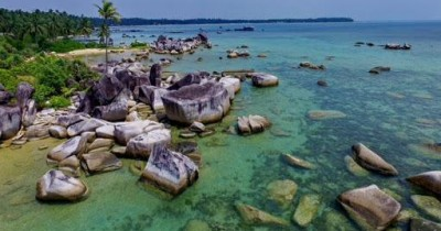 Batu Bersantai, Wisata Unik Berjalan Kaki di Atas Batu Bersantai Sambil Menikmati Hamparan Indah Laut Batam Nan Elok