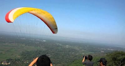Gunung Pegat Ponggok Srengat, Wisata Sembari Bermain Paralayang di Blitar