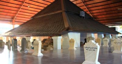 Makam Sunan Bonang, Wisata Ziarah Yang Terdapat di Tuban