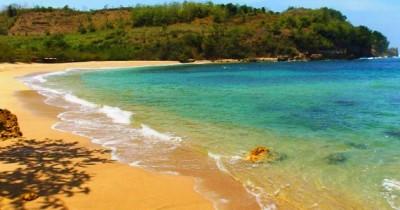 Pantai Pangi, Menikmati Pantai Bernuansa Alami Nan Asri