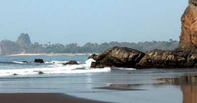 Pantai Watu Ulo, Pantai Yang Memiliki Keindahan Dibalik Kisah Mistisnya