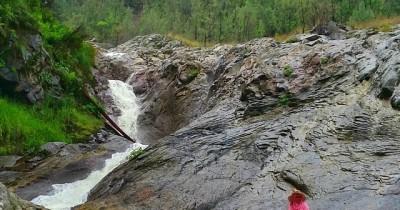 Air Terjun Belerang,  Menikmati Mandi Dengan Air Belerang di  Bondowoso