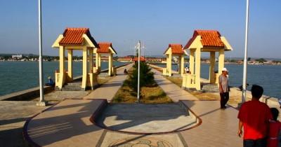 Pantai Boom Tuban, Sebuah Pantai Yang Selalu Diburu Wisatawan