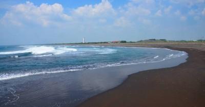 Pantai Paseban, Pantai Yang Sangat Cocok Untuk Liburan Keluarga