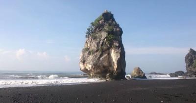 Watu Godeg, Batu Bergoyang yang Disebabkan Oleh Dahsyatnya Hempasan Ombak Pantai