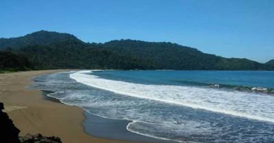Pantai Bandealit, Si Cantik yang Dipenuhi Dengan Berbagai Misteri