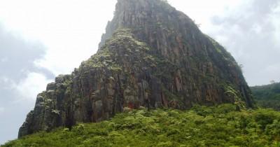 Tebing Sumbing Gunung Kelud, Gagahnya Spot Pendakian yang Terdapat di Gunung Kelud