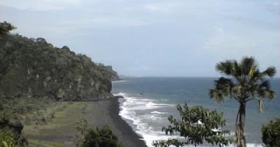 Pantai Tlepuk, Pantai Bersih Dengan Rawa yang Cocok Untuk Kegiatan Memancing
