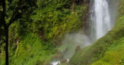 Curug Citambur, Air Terjun Hijau dan Beruap di Cianjur